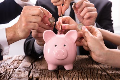 Am Kapitalmarkt gibt es diverse Ertragsformen, die beim Anleger zu einem Gewinn führen können. Zu nennen sind hier in erster Linie Zinsen, Kursgewinne, Währungsgewinne und Dividenden.